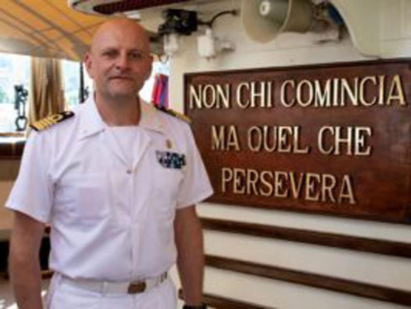 ROBERTO RECCHIA, CAPITANO DI VASCELLO, È IL Comandante DELLA AMERIGO Vespucci